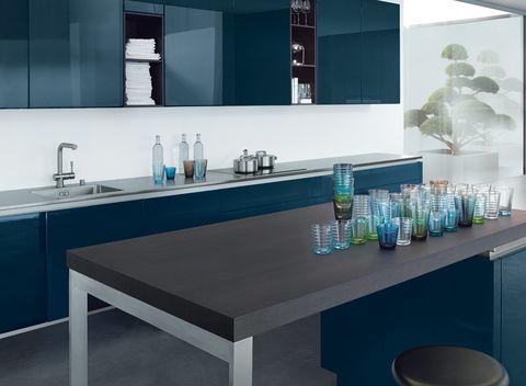 Blauwe hoogglans keuken