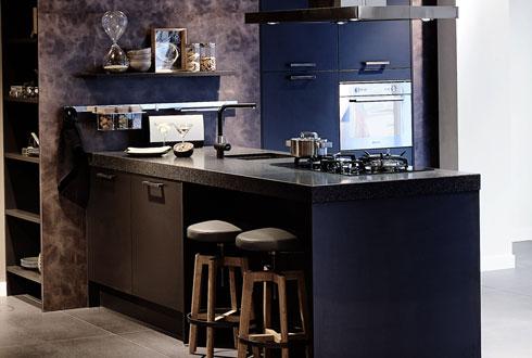 Moderne keuken met schiereiland