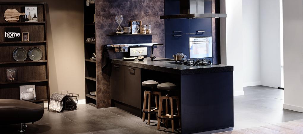 zwart op zwarte keuken