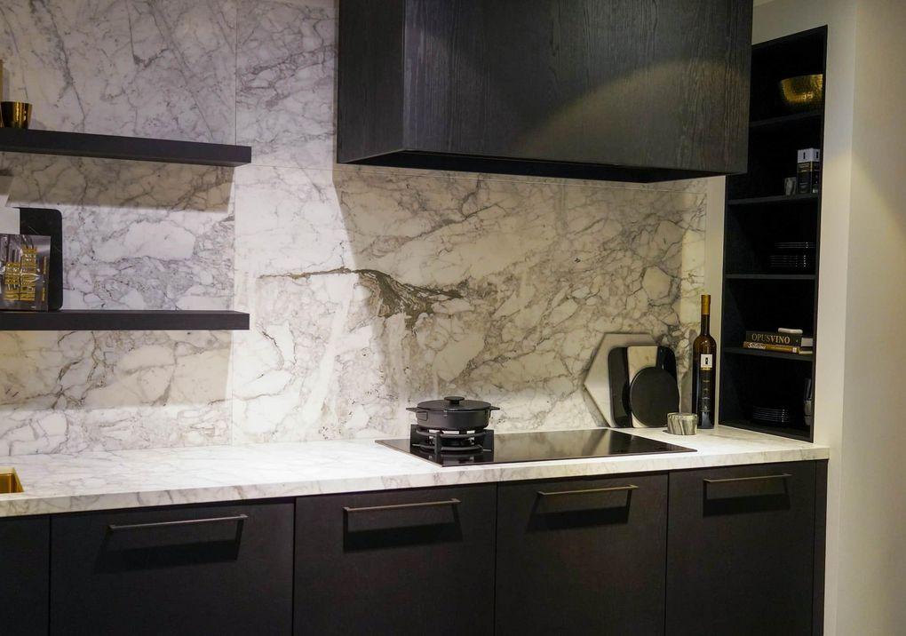 Kleine zwarte keuken