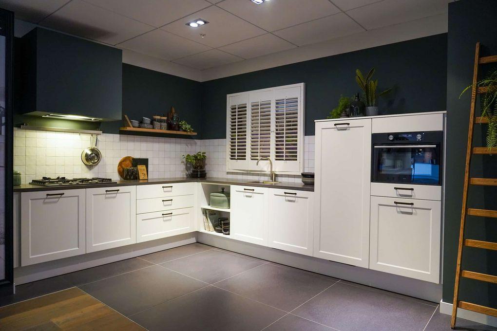 Witte l-keuken