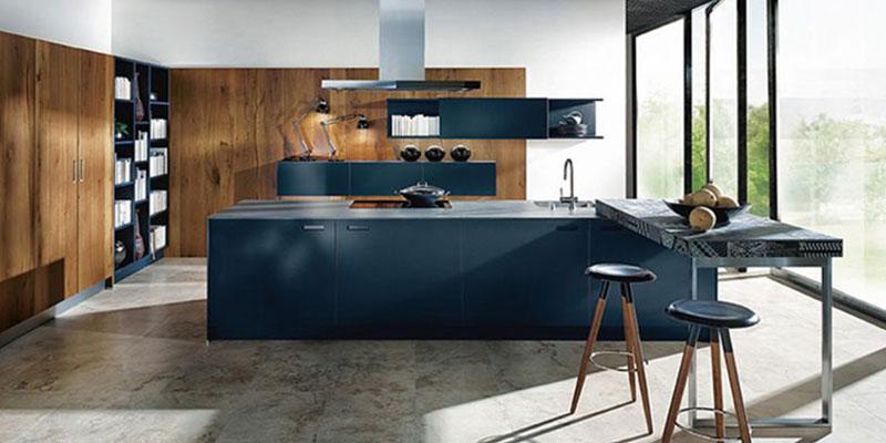 Donker blauwe keuken